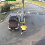Obsluha brání vozidlu v odjezdu