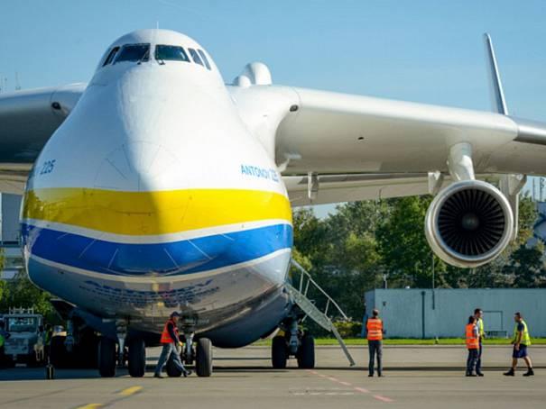 1-150122-an-225-mrija-antonov-nakladni-letadlo_denik-605