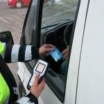 silniční kontrola s předáním testu na alkohol