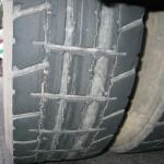 zářezy v pneumatikách